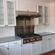 Traditional Kitchen by J. Kretschmer Architect: Art & Architecture