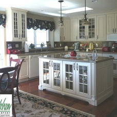 Traditional Kitchen by San Luis Kitchen Co.