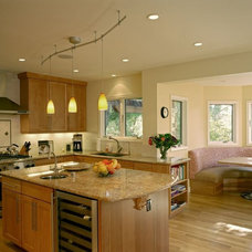 Traditional Kitchen by BMF CONSTRUCTION