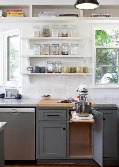 Nyklassisk Køkken by Jessica Risko Smith Interior Design
