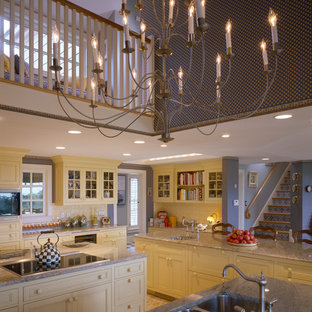 Coastal kitchen ideas - Example of a beach style kitchen design in Boston