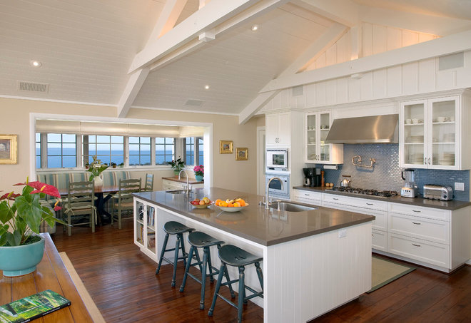 Traditional Kitchen by Kent Mixon Architect