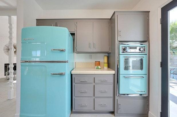 Midcentury Kitchen by Real Estate Judge