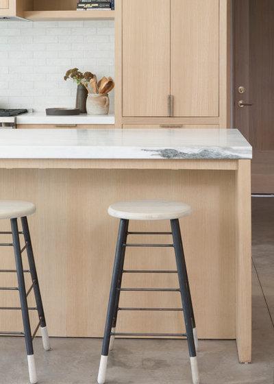 Modern Kitchen by DISC Interiors