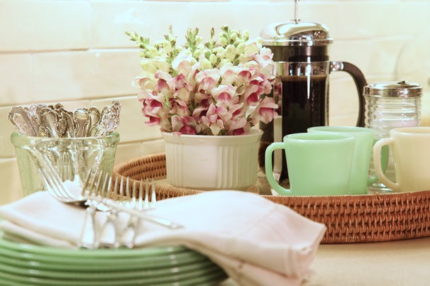 A Dozen Ways To Bring Vintage Charm To Your Kitchen