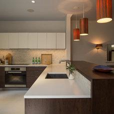 Modern Kitchen by Notre Maison Design Group Inc