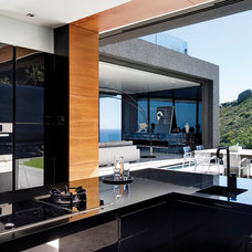 Modern Kitchen by SAOTA - Stefan Antoni Olmesdahl Truen Architects