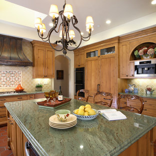 Merveilleux Traditional Kitchen Designs   Example Of A Classic Kitchen Design In San  Francisco With Granite Countertops