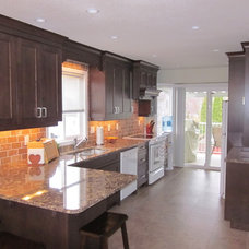 Traditional Kitchen by Pinnacle Custom Cabinet Design