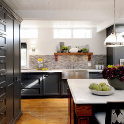 Rustic Kitchen on Black And White Kitchens Go Modern  Rustic Or Traditional With Ease