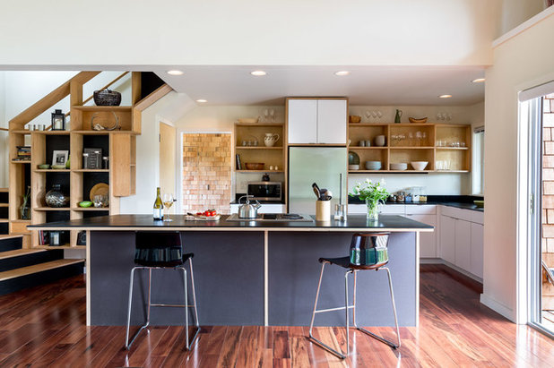 Rustic Kitchen by Sunde Builders