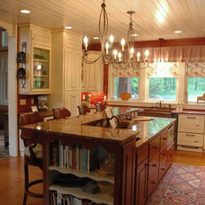 Traditional Kitchen by Baratto Brothers Construction