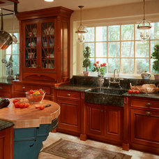 Traditional Kitchen by St Charles