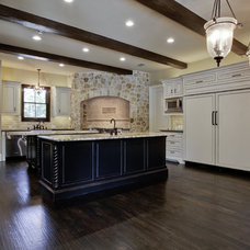 Mediterranean Kitchen by Sterling Brook Custom Homes