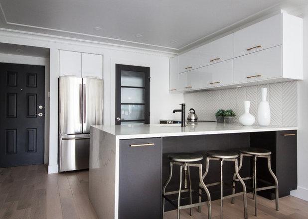Contemporary Kitchen by DEKORA