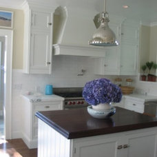 Traditional Kitchen sculpted hood