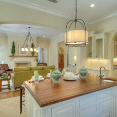 Traditional Kitchen by William Leuthold Architect, Inc.