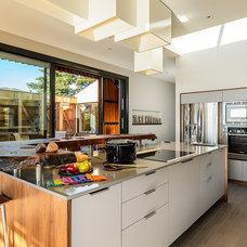 Midcentury Kitchen by Hudson Street Design