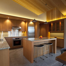 Contemporary Kitchen by Studio Bergtraun AIA