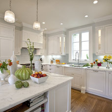 Contemporary Kitchen by Cardea Building Co.