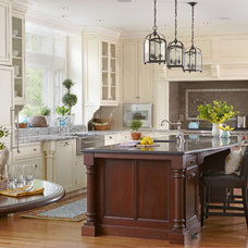 Traditional Kitchen by Oak Hill Architects