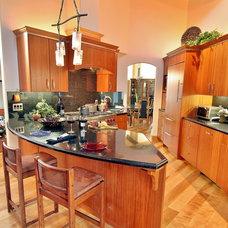 Modern Kitchen by PARADISE INTERIOR DESIGN