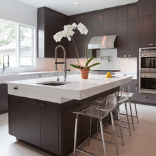 Modern Kitchen by The Architect's Studio - Mark A. Pavliv, AIA
