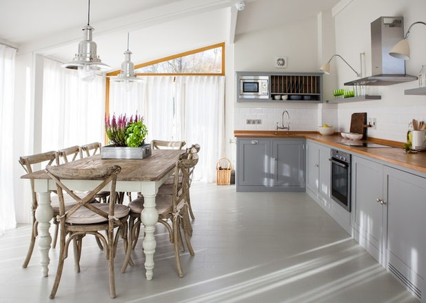 Country Kitchen by Gabriel Holland Inside Design