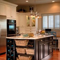 Craftsman Kitchen by Ryan Hoyt Designs Inc.