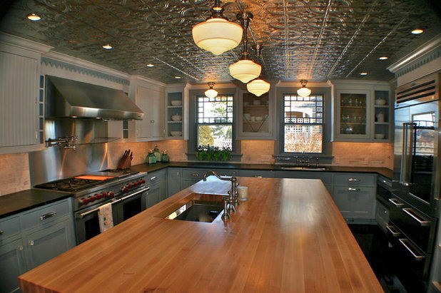 Traditional Kitchen by Artisan Kitchens Inc.