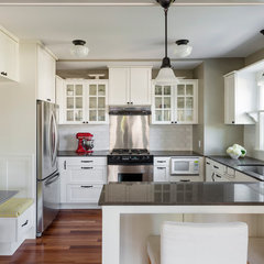 traditional kitchen by Blue Sound Construction, Inc.