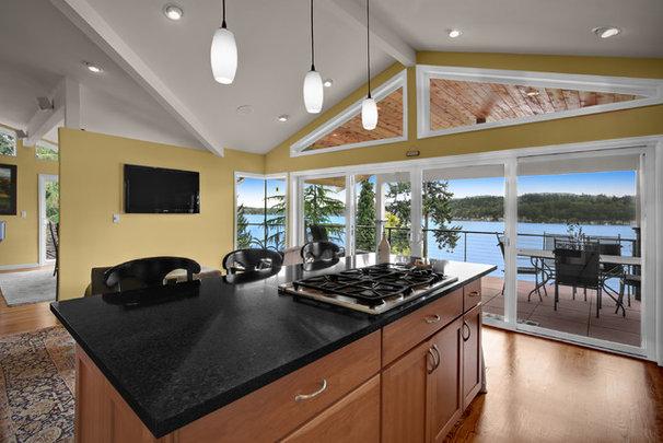 Modern Kitchen by Logan's Hammer Building & Renovation