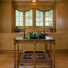 Traditional Kitchen by Elizabeth Brosnan Hourihan Interiors