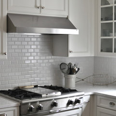 traditional kitchen by Lifestyle Kitchen Studio