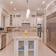 Traditional Kitchen by Positive Space Staging and Design Inc.