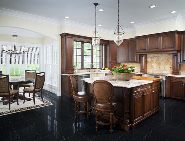Traditional Kitchen by Chipper Hatter Architectural Photographer