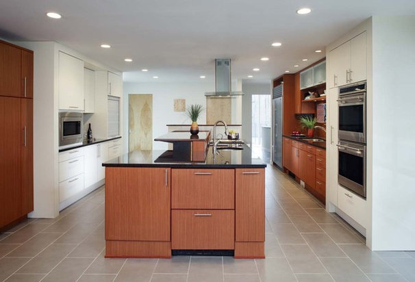 Modern Kitchen by Chipper Hatter Architectural Photographer