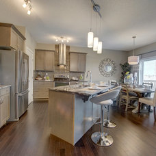 Contemporary Kitchen by Look Master Builder