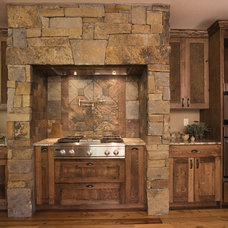 Rustic Kitchen by bhh Partners Planners / Architects