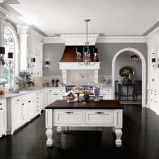 Traditional Kitchen by Graniterra