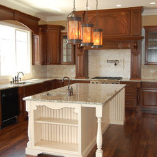 Traditional Kitchen by RL Builders