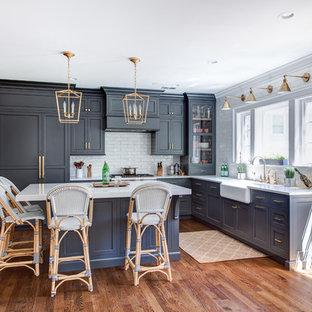 Immagine di una cucina classica