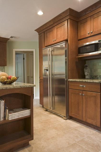 Craftsman Kitchen by Simply Baths & Showcase Kitchens