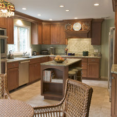 Kitchen by Simply Baths & Showcase Kitchens