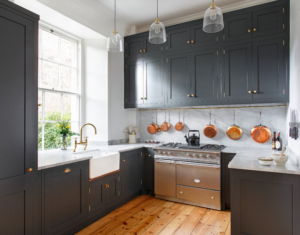 Country Kitchen by Sculleries of Stockbridge