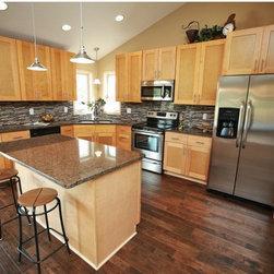 Shaker Northern Maple Kitchen Cabinets -