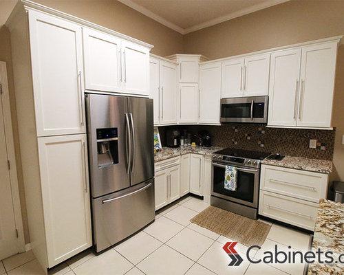 Shaker style modern kitchen with alabaster cabinets for Alabaster kitchen cabinets