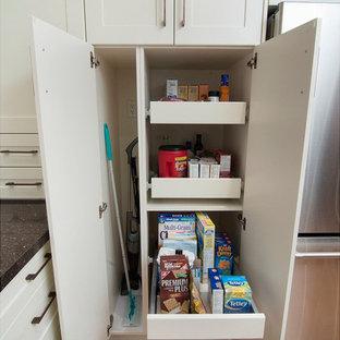 Modern kitchen appliance - Inspiration for a modern kitchen remodel in Toronto