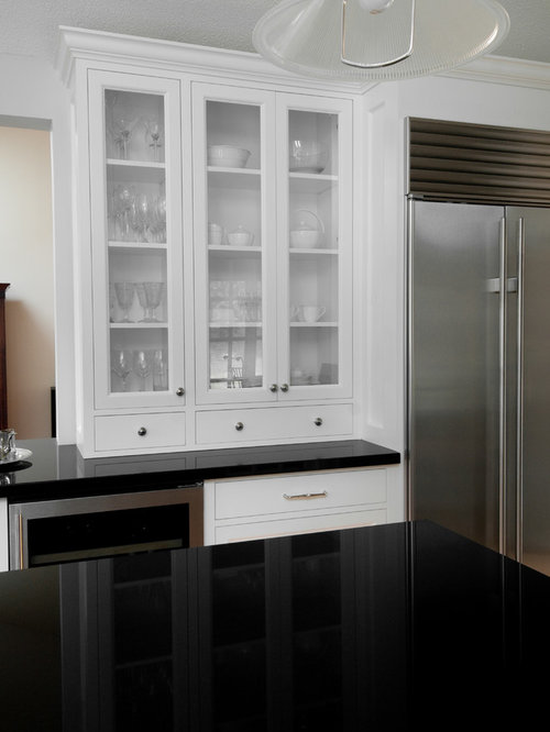 Glass hutch home design ideas pictures remodel and decor for Classic kitchen cabinets toronto