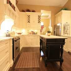 Traditional Kitchen by IN Studio & Co. Interiors